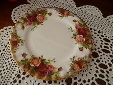 16 cms VINTAGE BREAD & BUTTER PLATE   OLD COUNTRY ROSES  ROYAL ALBERT ENGLAND