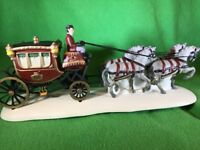 "Heritage Village Collection ""Royal Coach"" 1989 Porcelain Accessory Dept56 #55786"
