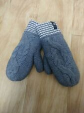 Lululemon Cozy gray cable knit Merino Wool Mittens