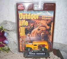 Racing Champions Outdoor Life Panel Truck Grizzly Bear Side 1999 Mint in Pack