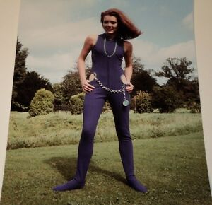 DIANA RIGG / THE AVENGERS /  8 X 10  COLOR  PHOTO