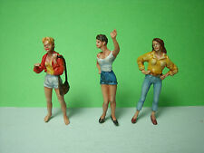 4  FIGURINES  SET  62   LES  GIRLS  EN  VACANCES   VROOM  1/43  A PEINDRE