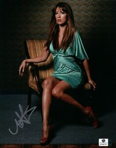 Natalie Zea Signed Autographed 8X10 Photo Gorgeous Sexy in Chair GV849725