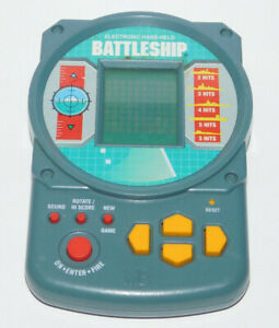 BATTLESHIP CLASSIC HANDHELD PORTABLE ELECTRONIC TRAVEL GAME TOY TESTED WORKS