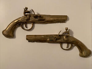 Vintage Pair Brass Pistol Ornaments Flat Wall Mounted Guns Duelling Flintlock