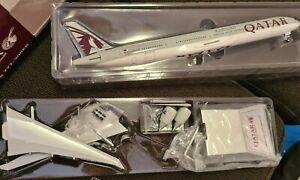 Qatar Airways Boeing 777-300ER 1:200 Scale Model