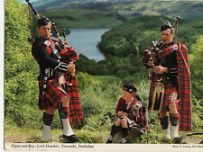 OLD POSTCARD - SCOTLAND - Pipers and Boy, Loch Drunkie, Trossachs -J Hinde -1977