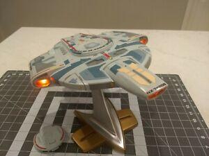Playmates 1997 Star Trek Deep Space 9 U.S.S Defiant NX-74205 Works Great