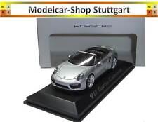 Porsche 911 (991) Turbo convertible plata 1 43 Herpa