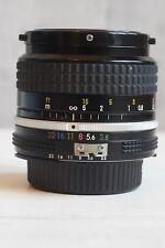 Nikon 28 mm f3.5 AI Objectif Nikkor MF grand angle excellent état.