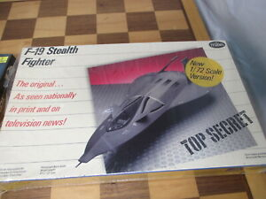 F-19 Stealth Fighter by Testors 1/72 scale aircraft Model kit #575 (c)1987 New