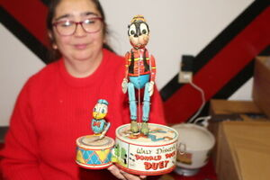Vintage 1946 Donald Duck & Goofy Duet Walt Disney Wind Up Metal Toy Sign