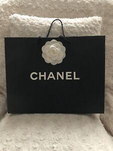 Chanel Gift Bag White Flower 33x25x9 cm