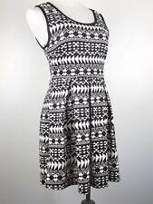dbfc634134d Forever 21 Women s Dress Black White Fit Flare Stretch Dress Size M Medium