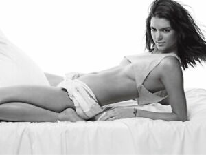 V7214 Kendall Jenner Babe Tits Legs Sexy Pose Hot BW Model WALL POSTER PRINT AU