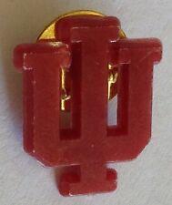 """W"" Plastic USA Sports Team Pin Badge Rare Sport Collectable (E5)"
