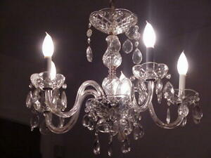 VINTAGE 5 LIGHT  CHANDELIER LAMP, LOTS OF PRISMS