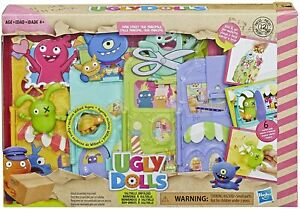Hasbro Uglydolls Uglyville Main St Playset & Portable Tote-3 Figures/Accessories