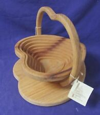 Calapsable Wood Heart Basket