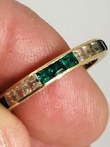 9CT YELLOW GOLD EMERALD & WHITE SAPPHIRE ETERNITY RING 375 9KT SIZE P