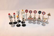 Dinky Toys Beacon Traffic Light and Traffic Signs in good+ condition