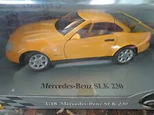 Maisto 1996 Mercedes-Benz SLK 230 Dealer edition 1/18 31838