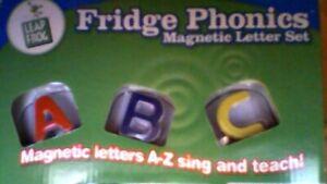 """LEAP FROG """" FRIDGE PHONICS """" TEACHES : LETTER NAMES & LETTER SOUNDS & SONGS"""
