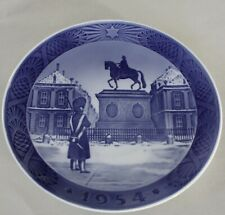 "Royal Copenhagen ""The Royal Palace, Amalienborg, 1954"" Porcelain Christmas Plate"