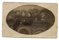 photo carte postale groupe dans une voiture (1016e)