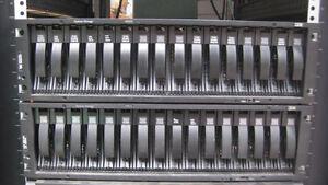 IBM EXP810 STORAGE EXPANSION UNIT 1812-81A 16X 146GB 15K FC Hard Drives 40K6823