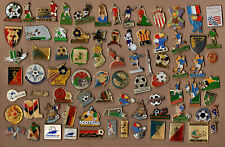 Lot de pin's Football (coupe du monde, clubs divers, Footix, Papin...)