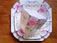A BEAUTIFUL SHELLEY TRIO, PINK SWEET PEA ON TALL QUEEN ANNE SHAPE, ART DECO