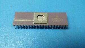 (1PC) MC68705R3L Microcontroller, 8-Bit, UVPROM, 6805 CPU, 4.2MHz, NMOS, CDIP40