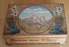 joli et ancien coffret en bois decoré le tirol