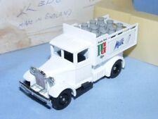 Camions de livraison miniatures blancs en plastique