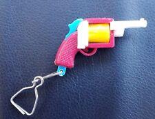 VINTAGE PUZZLE OLD PLASTIC KEY CHAIN RING GUN REVOLVER