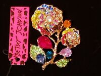 NEW! Betsey Johnson Crystal Rhinestone Flower Necklace Pendant Brooch Pin