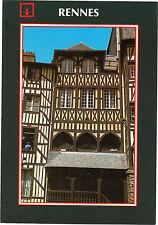 35 - cpsm - RENNES - Rue Motte Fablet - Une belle maison ancienne avec cour