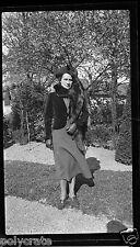 Portrait femme chapeau et étole de fourrure - négatif photo ancien an. 1940