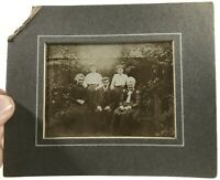 T55: VINTAGE PHOTOGRAPH OF A FAMILY OUTSIDE