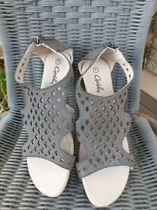 Grosby Posy Sandals Size 7