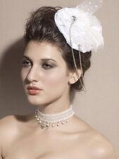 Bibi plat mini chapeau burlesque blanc plumes strass tulles chaînes pin-up sexy