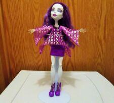 2010  Mattel Monster High Spectra Vondergeist 13 Wishes Party Lounge Doll