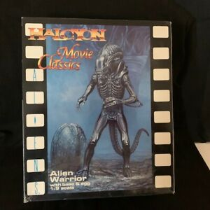 Halcyon Movie Classics Model Kit Alien Warrior with Base Egg 1:9 Scale