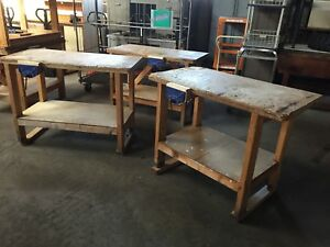 SMALL WOODEN WORKBENCH WITH VICE AND SHELF BENEATH (3984)