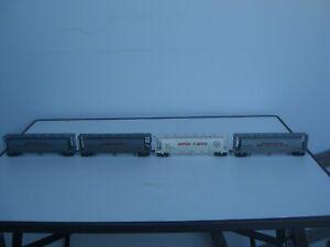USA Center Flow Hopper 4x mit gefederten Drehgestellen und Kadee 4 Stück Spur H0