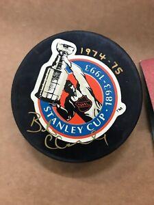 Bobby Clarke Signed Puck Philadelphia Flyers 1974-75 UDA
