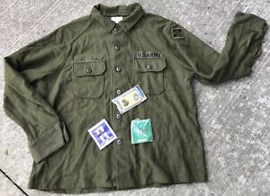 1976 US Army Field Shirt X LARGE 4th Infantry Division Loose Insignia