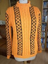 PULL A TORSADES TRICOTE MAIN T36/38 VINTAGE 70 ORANGE PULLOVER 70'S size XS/S