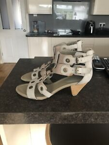 clarks gladiator sandals Size 6